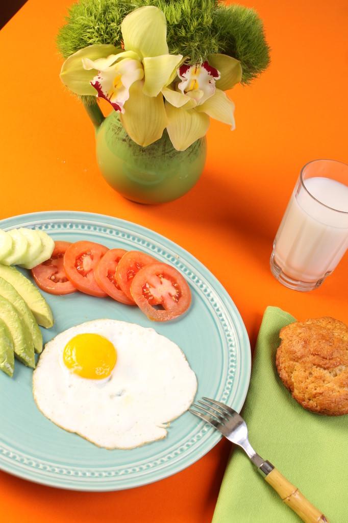 Breakfast Look Eggs & Roll