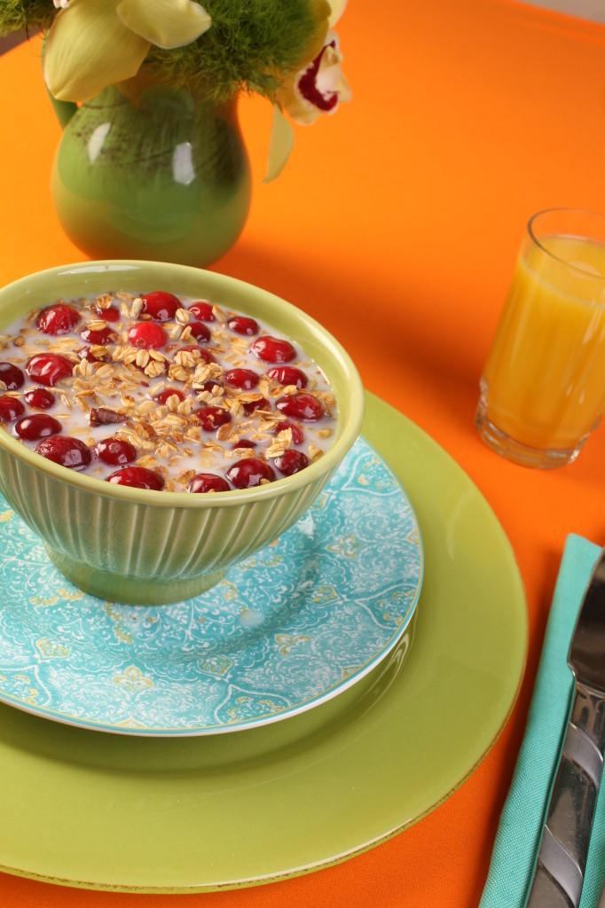 Breakfast look granola bowl